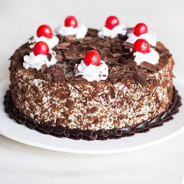 Black Forest Choco Dust Cake